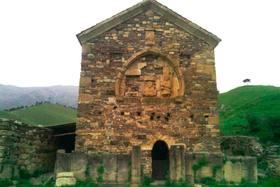 Старинный храм в Ингушетии.
