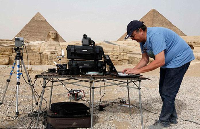 В планах - просканировать все пирамиды в Гизе.
