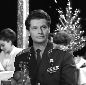Лётчик-испытатель Владимир Ильюшин. Есть версия, что он первый проложил дорогу в космос, но при приземлении случилась авария.
