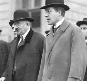 Пётр Войков (справа) и нарком иностранных дел СССР Георгий Чичерин. 1925 год