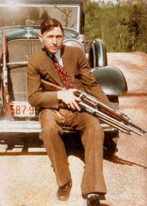 Еще подростком Клайд совершил несколько краж и стал настоящим преступником.
