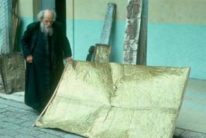 Священник Карло Креспи Крочи прославился своей коллекцией, в которой содержатся самые странные предметы