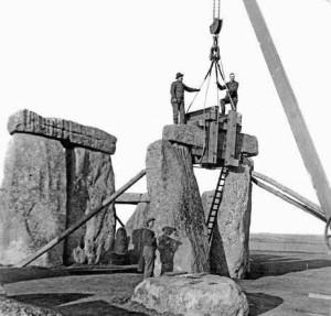 Реконструкция древнего памятника в XX веке проводилась довольно грубыми методами