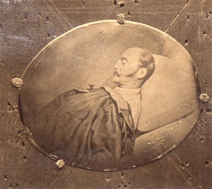 Фотоснимок (дагерротип) Николая на смертном одре (1855)