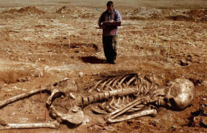 Скелет гиганта, якобы найденный в Индии в 2007 году