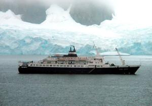 «Любовь Орлова» у берегов Антарктиды