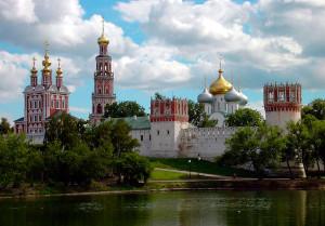 Кладоискателям следует поискать чертежи и планы Новодевичьего монастыря тех лет и внимательно проанализировать, что и где изменилось.