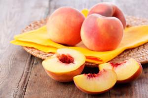 В Египте наладили безотходное производство из персиков: мякоть шла на лекарства, а из косточек получали синильную кислоту.