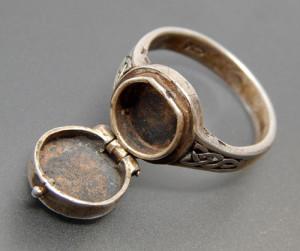 Серебряное кольцо Борджиа