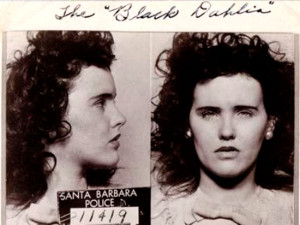 Элизабет Шорт («Чёрный Георгин»). Фото сделано в 1943 году в полиции Санта Барбары, куда она была доставлена за распитие алкоголя. (Она еще не достигла на тот момент 21 года — возраста, с которого законодательство США официально разрешает употребление спиртного)...