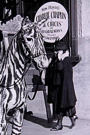Женщина с мобильным телефоном в фильме Чарли Чаплина «Цирк», снятом в 1928 году