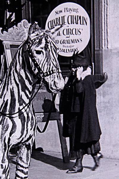 1928 года попала женщина с мобильником