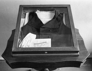 Жилет, в котором стрелялся Пушкин, сейчас выставлен в мемориальном музее-квартире поэта