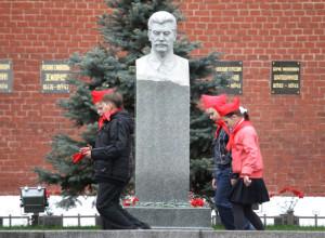 Могила вождя у Кремлевской стены