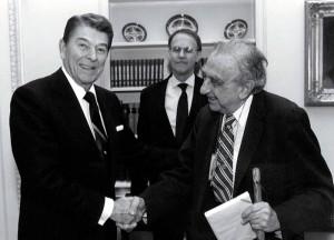 Президент США Рональд Рейган с «отцом» американской водородной бомбы Эдвардом Теллером, горячо поддержавшим СОИ