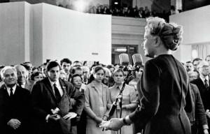 Министр культуры Екатерина Фурцева выступает на открытии выставки. 1972 год. Ни одно крупное культурное мероприятие в СССР не могло пройти мимо ее придирчивого взгляда