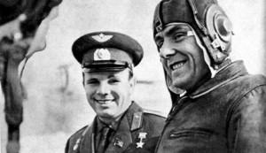 Гагарин и Комаров на аэродроме