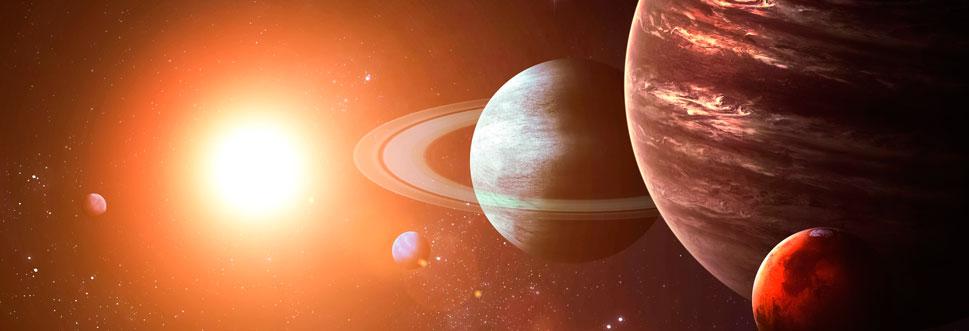 Эти колоссальные планеты напоминают газовые шары из летучих соединений с небольшой твердой начинкой из того же газа и льда. Кстати, Юпитер, набери он на порядок большую массу, мог бы вспыхнуть вторым светилом.