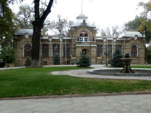 Дворец великого князя Николая Константиновича. Сооружен в 1890 г. B.C. Гейнцельманом. Флигели достраивал А.Н.Бенуа.