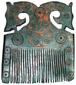 Резной костяной гребень, найденный при раскопках