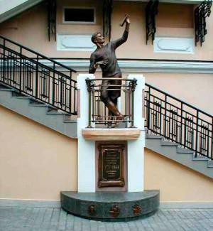 Памятник Уточкину на Дерибасовской улице в Одессе