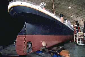 Все художественные кинофильмы о гибели «Титаника» снимались в безопасных условиях на суше, были смоделированы на макетах и муляжах и с помощью компьютерных технологий