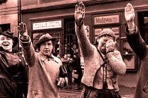 Проживавшие на территории Чехословакии и Польши немцы отнюдь не были невинными овечками. Девушки встречали солдат вермахта цветами, мужчины выбрасывали руки в нацистском приветствии и кричали: «Хайль!»