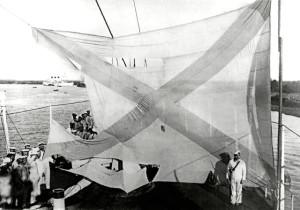 Кормовой флаг крейсера после Цусимского сражения