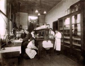 Лаборатория судебной токсикологии. Англия, конец XIX - начало XX века