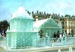 Приблизительно так выглядел Ледяной дом. Реконструкция 2000-х годов