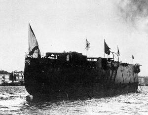 """Спуск на воду крейсера """"Аврора"""". 11 мая 1900 года"""