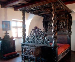 Кровать знаменитого вампира
