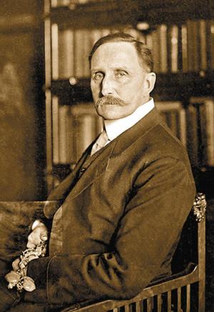Оставаясь в тени, Хаусхофер был политическим кукловодом и оказывал большое влияние на своих подопечных, в числе которых находился и Гесс