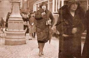 Лили Эльбе на прогулке. Уже в женском теле