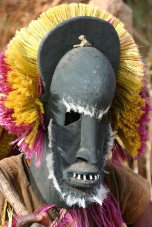 Догон в ритуальной маске