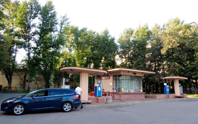 Кремлёвская АЗС на Волхонке— единственный реализованный элемент проекта комплекса. Фото: ©wikipedia.org