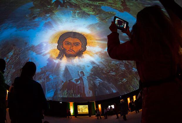 Выставка «Моя история: Рюриковичи» в Санкт-Петербурге. Фото: Дмитрий Ловецкий / AP