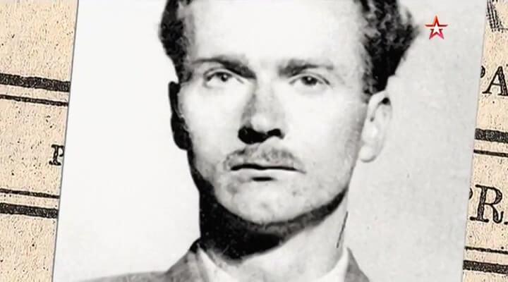 Джон Кернкросс — офицер британской разведки во время Второй мировой войны, работавший также на советскую разведку. До 1990 считался вероятным пятым членом «Кембриджской пятерки», пока его не разоблачил советский перебежчик Олег Гордиевский.