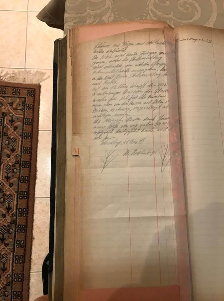 В дневнике утверждается, что Адольф Гитлер приказал спрятать 260 грузовиков с золотом, разграбленными сокровищами и ценностями в 11 местах в Польше