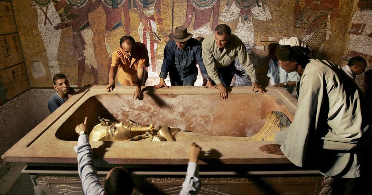 Погребальная камера с мумией Тутанхамона